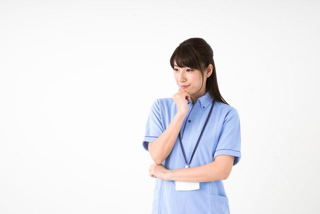 ケアマネージャーの給料が高い人は何が違うのか考える女性