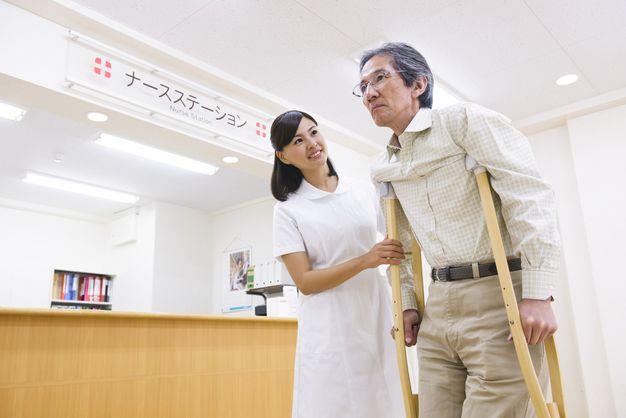 看護師でおすすめの科の整形外科で働く女性