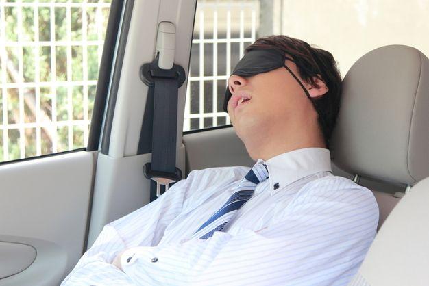 車でサボる営業マン