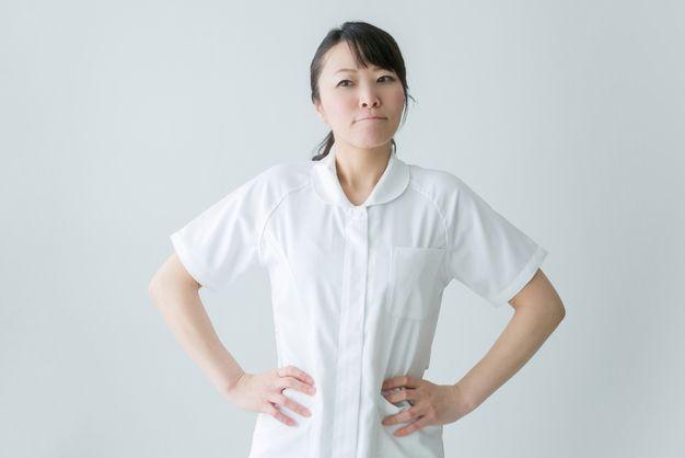 意見が食い違った怒りで仕事に行きたくないと思っている看護師