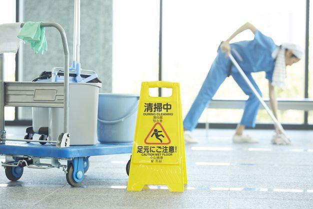 ビルで働く清掃員