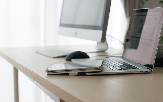 在宅仕事でパソコンを使って出来るものについての写真
