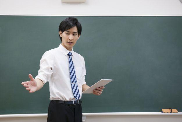 中学校教師になるには?必要な資格や勉強は何?就職先や募集状況 ...