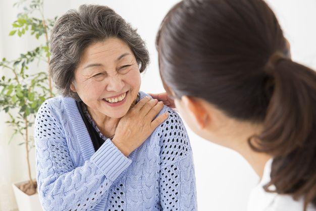 患者から感謝されてやりがいを感じている看護師