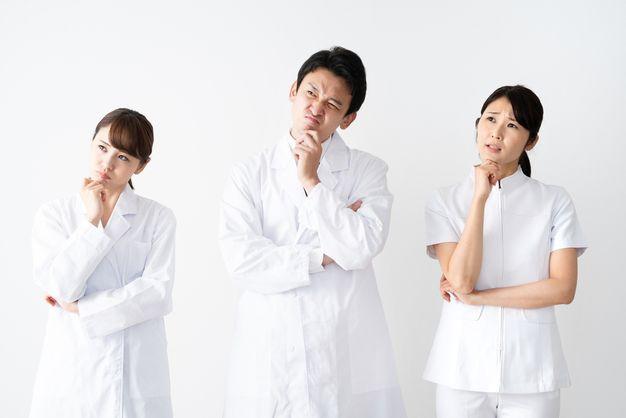院長妻のプライドを傷つけ、ひどいいじめにあっている看護師たち