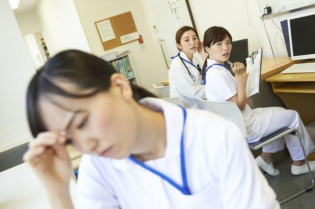 苦手な先輩や後輩と一緒の出勤日が多くて嫌だと感じる看護師