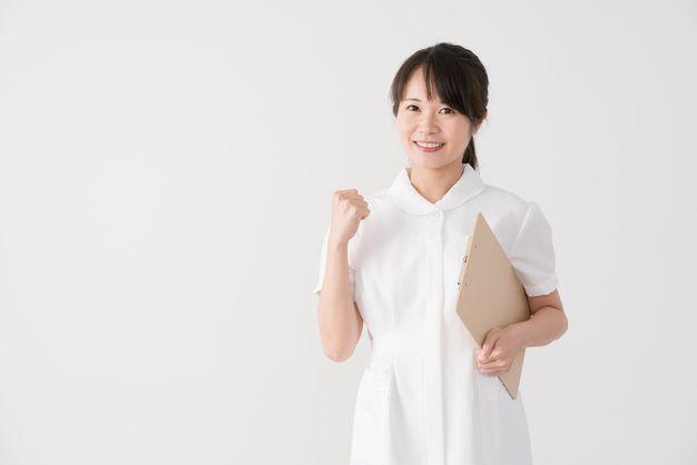 ボーナスをあげるために管理職への昇進を狙う看護師
