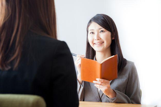 勤務開始後も色々と相談に乗ってくれる派遣会社の女性