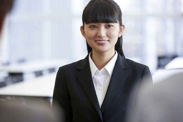 次のステップに対して間を置かずに転職活動する女性
