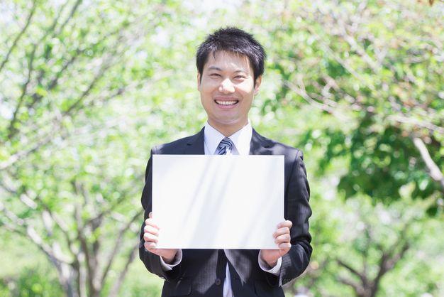 自分にあった30代の転職の求人の選び方や注意点を紹介する男性