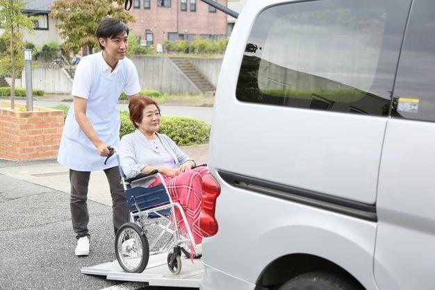 介護タクシー運転手